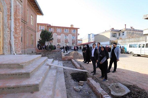 رئیس شورای شهر رشت از مدرسه میراثی «فروغ» بازدید کرد