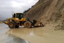 قطع مسیرهای ارتباطی و برق برخی از مناطق نیکشهر به دلیل بارندگی