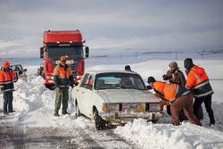 تردد در محورهای میامی با زنجیر چرخ/ ارتفاع برف به ۳۰ سانتیمتر رسید