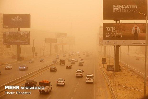 Kahire toz bulutu altında