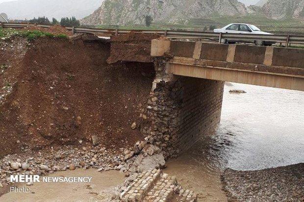 ۲ پل محور خرمآباد- پلدختر هر لحظه ممکن است ریزش کنند
