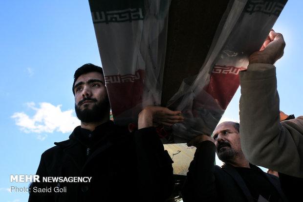 تشییع پیکر ۱۰ شهید دفاع مقدس و مدافع حرم در مشهد