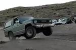 Arazi aracı kullanan çılğın İranlı çocuklar
