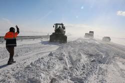 بارش سنگین برف در لرستان/ محور خرمآباد- اراک مسدود شد