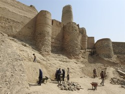 Archaeologists, restorers resume work on Manujan fort
