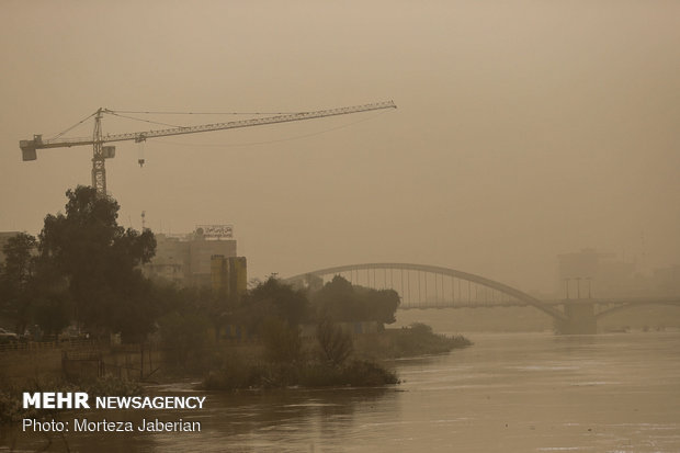 Dust storm envelops Ahvaz