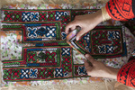 مخاطرات قاچاق برای هنر دست زنان بلوچ/نقوش غریبه در بازارسوزندوزی