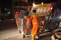 5,000 clunker garbage trucks move in Tehran at night