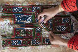 هنر سوزن دوزی زنان بلوچ نیازمند توجه بیشتر مردم و مسئولان است