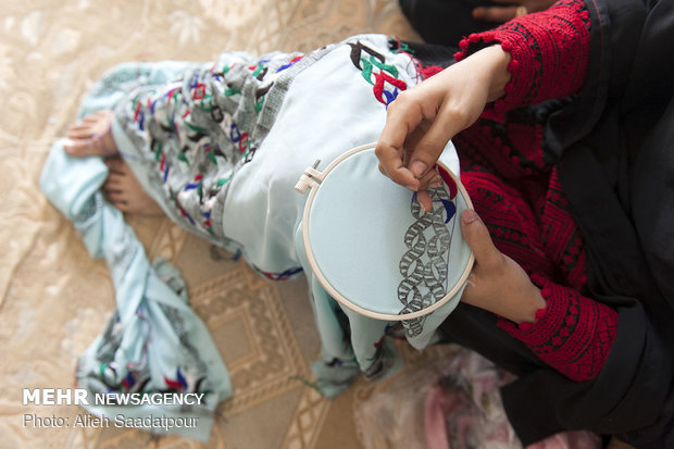 Embroidery female artists of Jask