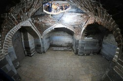 فراموشی آرامگاه تاریخی«پیرخموش»/محوطه آرامگاه در تسخیر پاساژداران