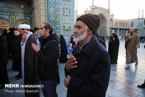Qom pilgrims mourn martyrdom anniv, of Hazrat Fatimah