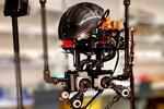 محققان ایرانی ربات پرنده و دونده ساختند