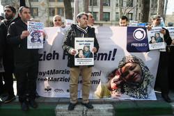 """تجمع احتجاجي لدعم الصحفية """"مرضية هاشمي""""/صور"""
