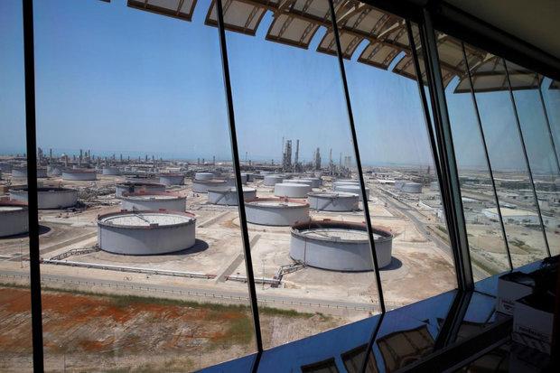 Petrol büyüme endişeleri ve ABD'de artan üretim ile düştü