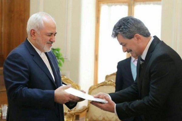 Türkiye'nin yeni Tahran Büyükelçisi güven mektubunu Zarif'e teslim etti