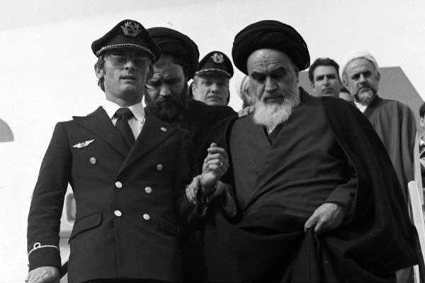 Religious scholars commemorate Islamic Revolution anniv. in Kashmir