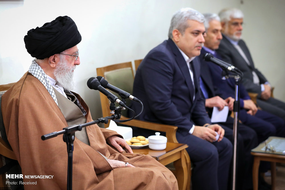 Leader receives officials, researchers of Cognitive Science Studies