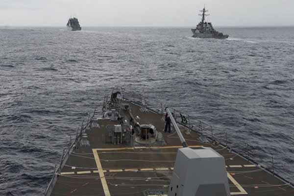 نزدیک شدن کِشتیهای جنگی آمریکایی به سواحل چین