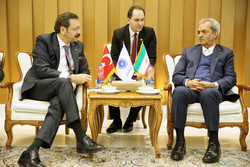 ICCIMA Head Gholam-Hossein Shafeie (R) met with Rifat Hisarciklioglu, president of the Union of Chambers and Commodity Exchanges of Turkey (known as TOBB), in Tehran on Saturday