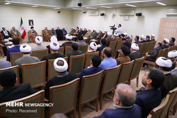 Leader receives officials of Islamic Propagation Center of Qom Seminary