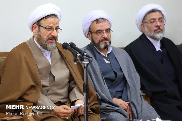 قائد الثورة يستقبل مسؤولين من مكتب الدعاية الإسلامية