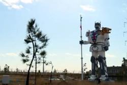 رستم در سرزمین رباتها/ بانوی قزوینی ربات غول پیکر ساخت