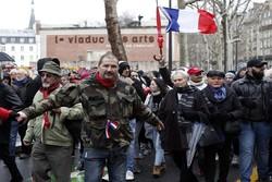 """Fransa'da sürpriz yüzleşme; """"Kırmızı Atkılılar"""", """"Sarı Yelekliler""""e karşı"""