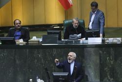 حضور ظريف في مجلس الشورى الاسلامي / صور