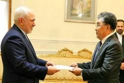 سفير كازاخستان الجديد لدى طهران يسلم اوراق اعتماده لظريف