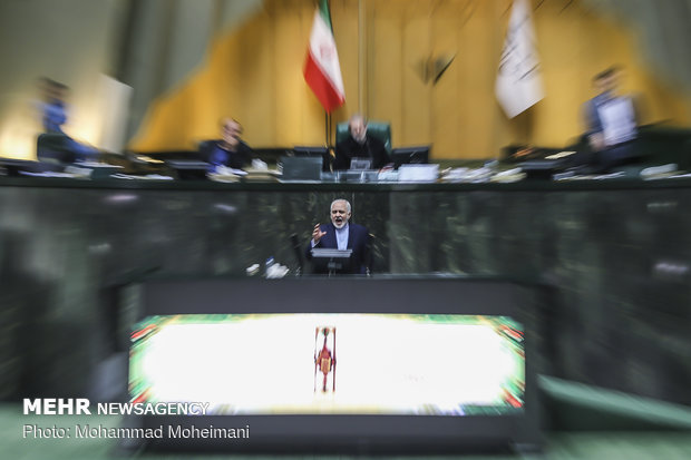 حضور محمد جواد ظریف در صحن علنی مجلس