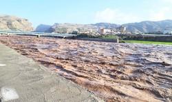 طغیان رودخانه شریفی وباغان جاده جاسک به میناب وبشاگرد را مسدود شد