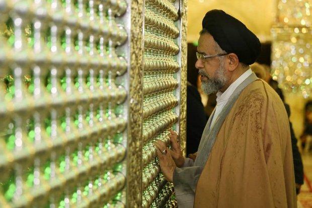 وزیر اطلاعات به زیارت حرم مطهر حضرت شاهچراغ(ع) رفت