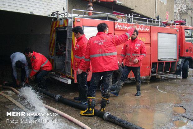 خسارت سیلاب به مغازهها و منازل در خرمآباد