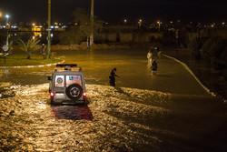 دبیرکل جمعیت هلال احمر از مناطق سیل زده خوزستان دیدن کرد