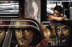 نقاشی روی مینی بوس ها در مانیل