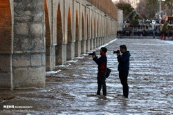 Euphoria in Isfahan as water flows into Zayanderud