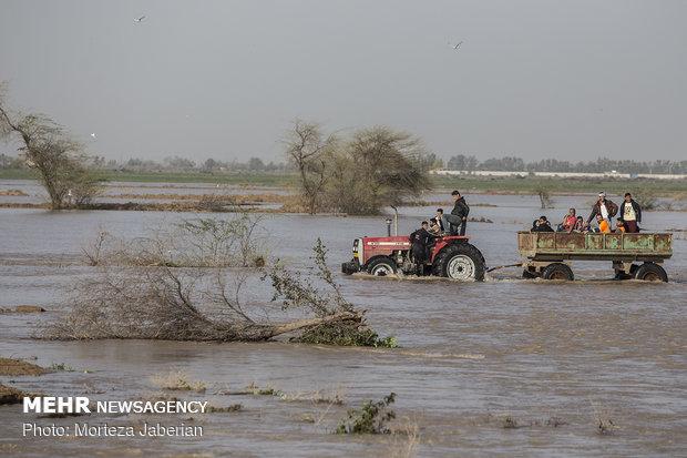 مناطق پرخطر در مسیر رودخانههای دز و کرخه تخلیه شوند