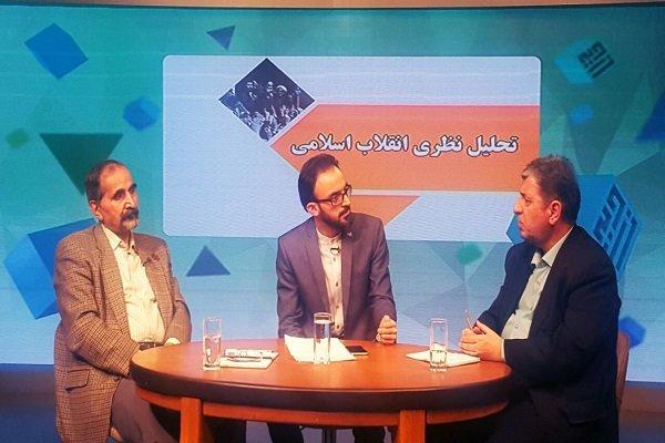 انقلاب اسلامی، انقلاب هویتی است/ در مناسبات ایدئولوژیک مانده ایم