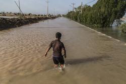 نجات جان ۱۵ گردشگر خارجی گرفتار در سیلاب بندرچارک