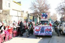 کاروان نمادین ورود امام(ره) در ورامین به حرکت درآمد