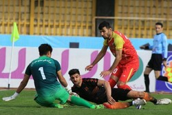 آتش بازی مس در کرمان/ شکست خانگی گل ریحان و پیروزی کارون اروند
