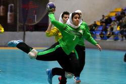 مرکزی نایب قهرمان مسابقات هندبال دختران منطقه ۵ کشور/ اصفهان قهرمان شد