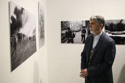 نمایشگاه «روزهای انقلاب» کلید خورد/ تصویرها را بدون تفسیر ببینیم