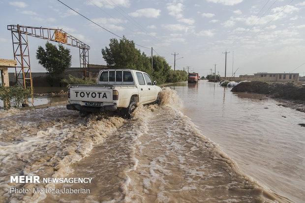 ادامه تلاش نیروهای مردمی و امدادی برای بستن سیل بند رفیع