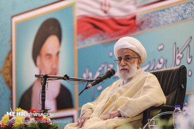 مراسم بزرگداشت یوم الله ۱۲ بهمن در حرم امام خمینی