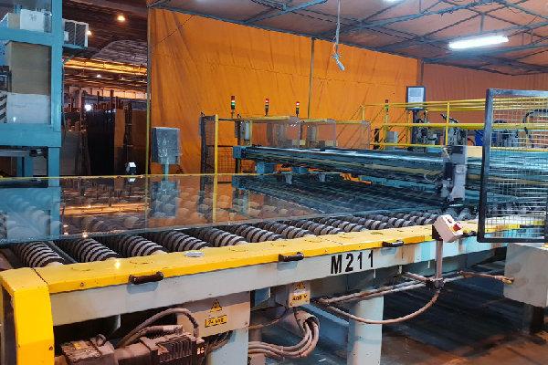 خط تولید شیشه فوق شفاف در تاکستان راه اندازی شد