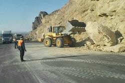 ریزش کوه در مسیر جم به سیراف/ رانندگان مراقب باشند