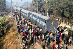 Hindistan'da tren raydan çıktı: 7 ölü, 29 yaralı