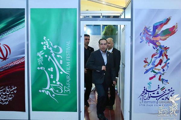 بازدید حسین انتظامی از سینمای رسانههای جشنواره فیلم فجر
